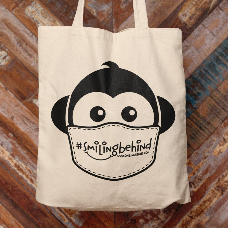 #SMILINGBEHIND Tote Bag – Einkaufstasche mit breiten Henkeln aus Bio-Baumwolle 1